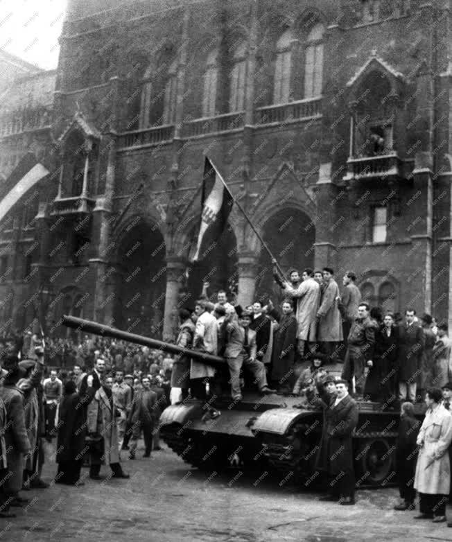 Belpolitika - '56-os forradalom - Kossuth tér
