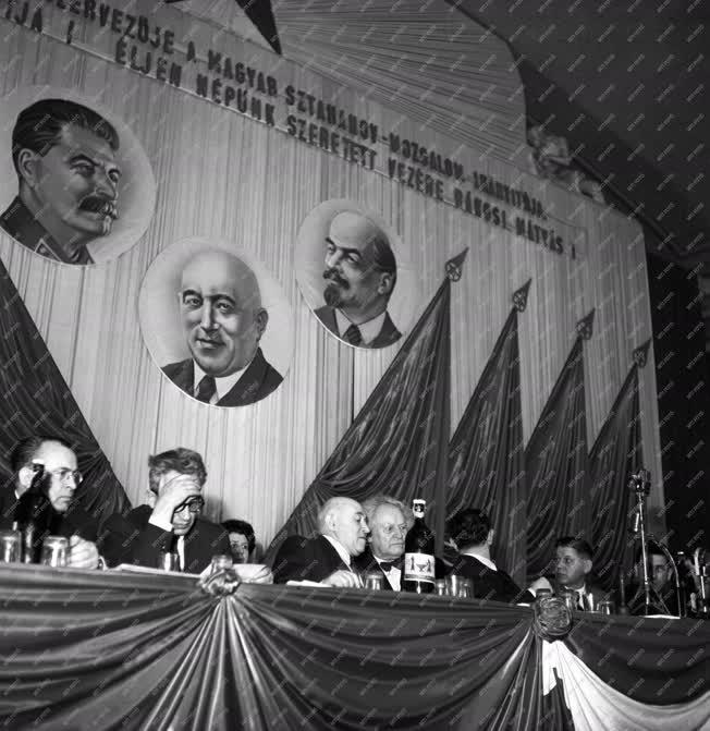 Tanácskozás - A sztahanovisták első országos tanácskozása
