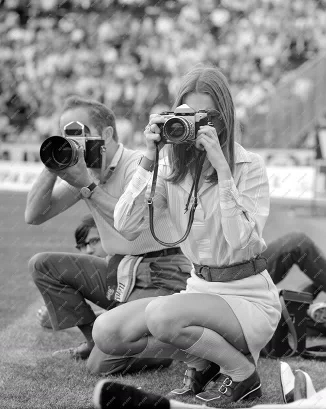 Sajtó - Fotóriporterek a SZÚR-on