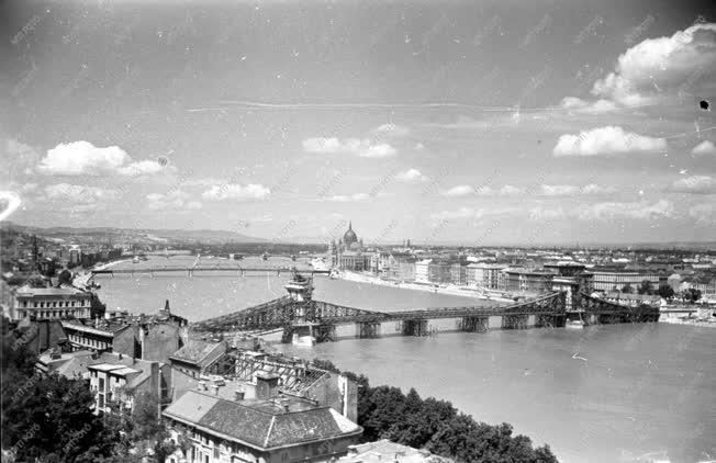 Városkép - Budapest látképe az újjáépülő Lánchíddal
