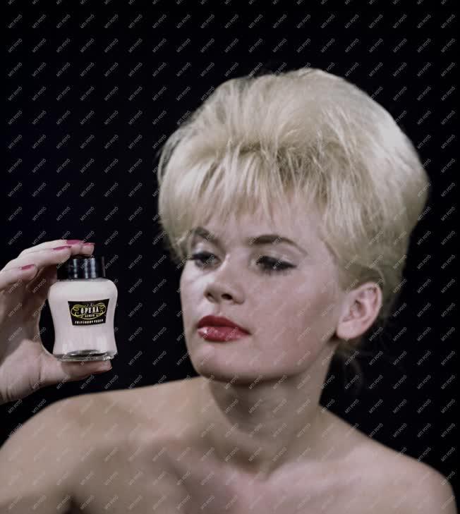 Reklám - Opera kozmetikum