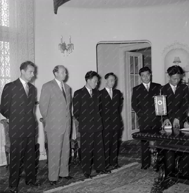 Külkapcsolat - Magyar - koreai posta és távközlési egyezmény aláírása