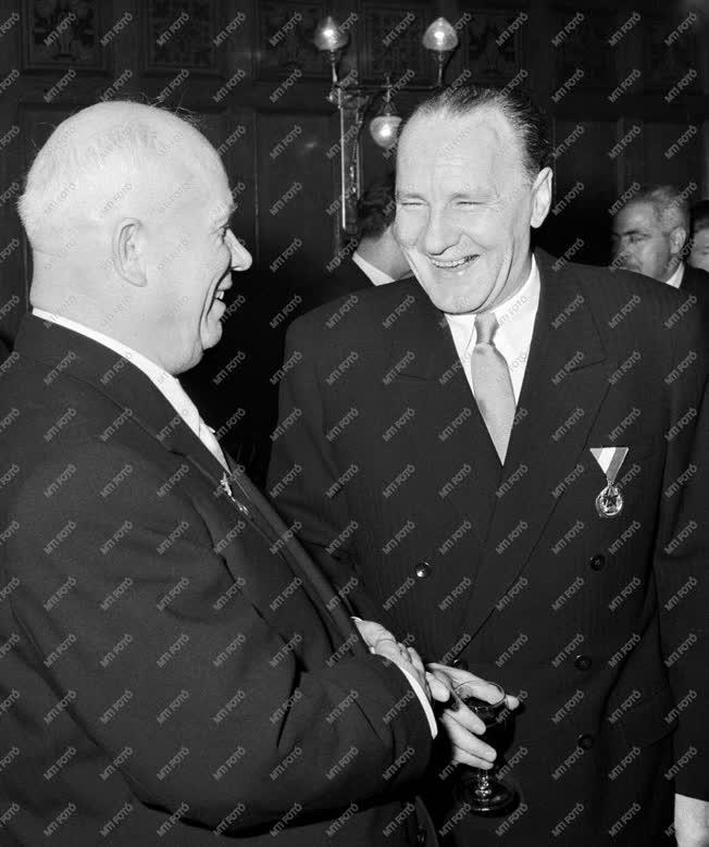 Külkapcsolat - Hruscsov az MSZMP VII. Kongresszusán