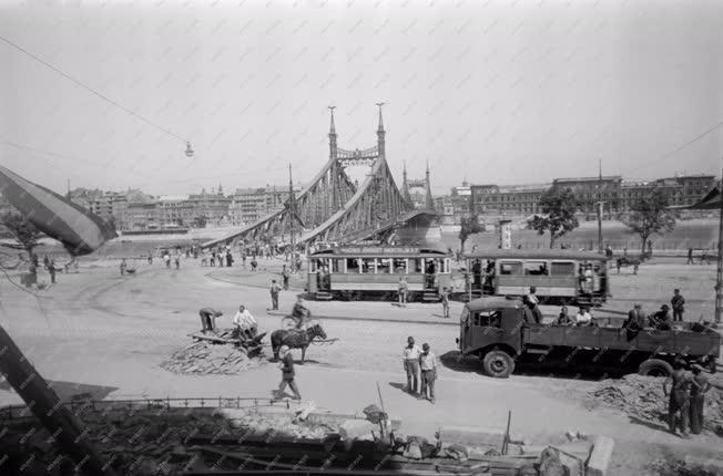 Közlekedés - A Szabadság híd avatása