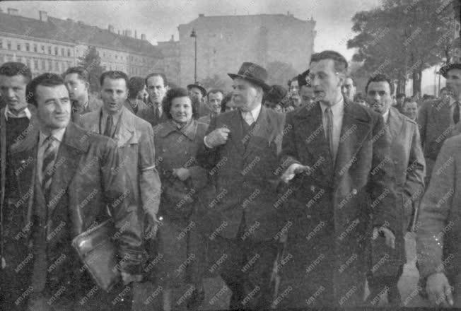Ötvenhat emléke - Veres Péter a tüntetők között