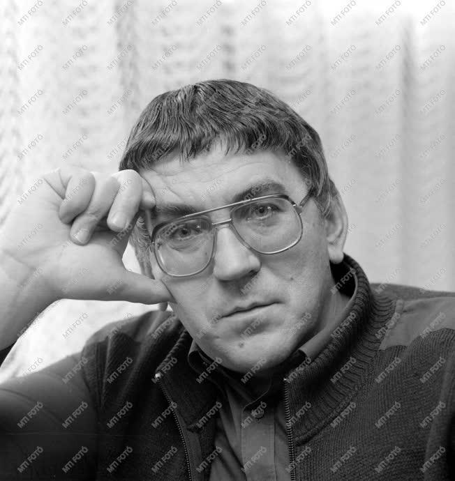 Irodalom - Schwajda György író