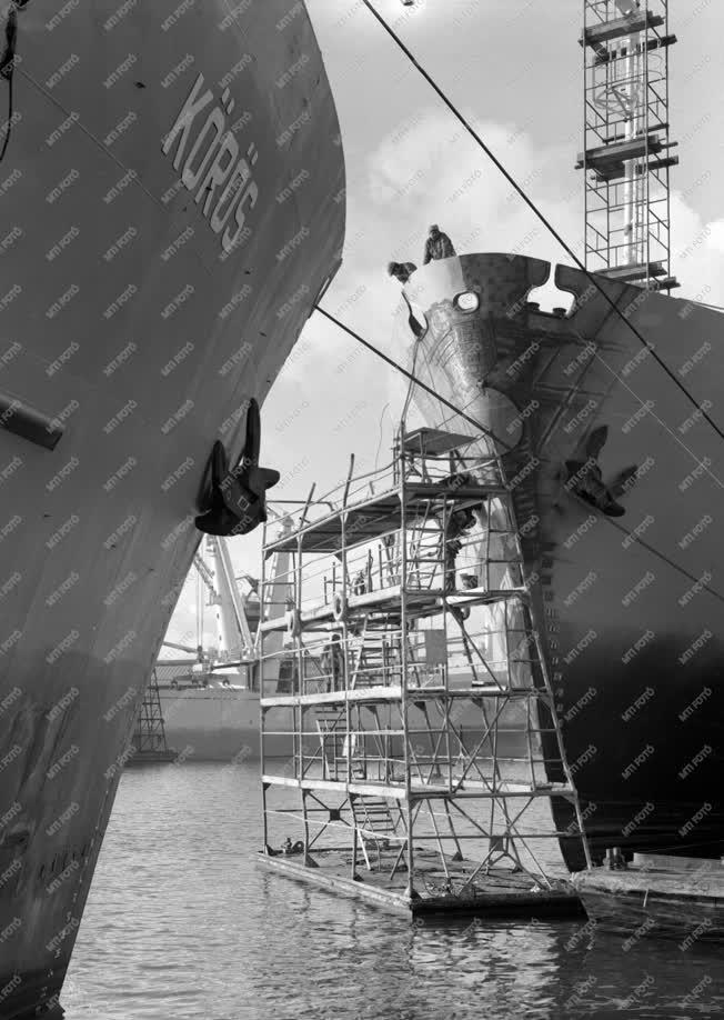 Hajógyártás - Magyar hajók épülnek Gdanskban