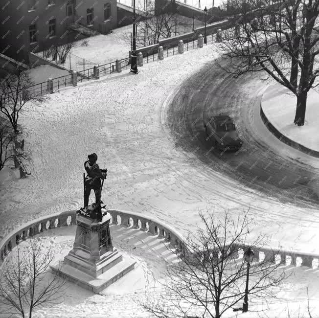 Városkép - Hunyadi János szobra