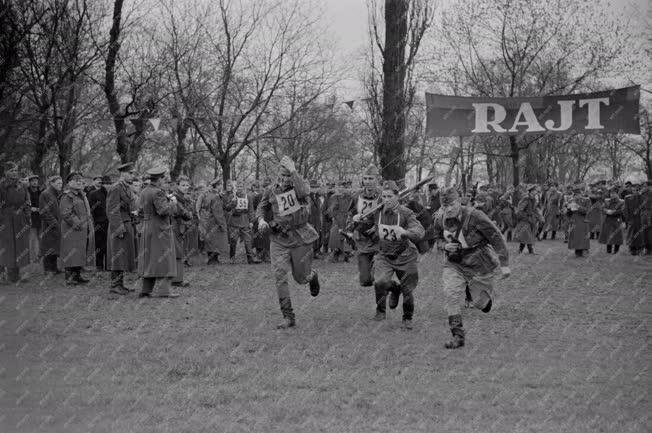 Sport - Katonák futóversenye a Népligetben