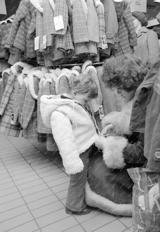 Kereskedelem - Téli vásár a Skálában