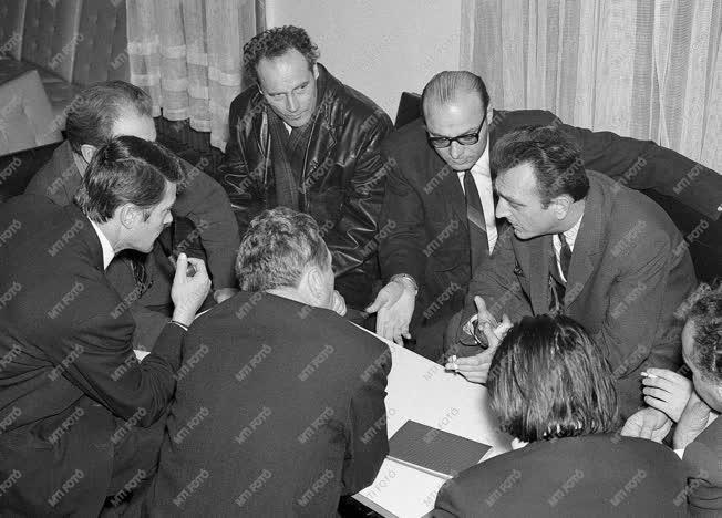 Kultúra - A Magyar Képzőművészek VIII. Közgyűlése