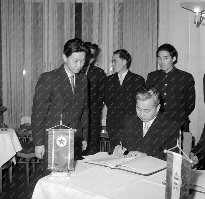 Külkapcsolat - Magyar–koreai árucsere-forgalmi jegyzőkönyv aláírása