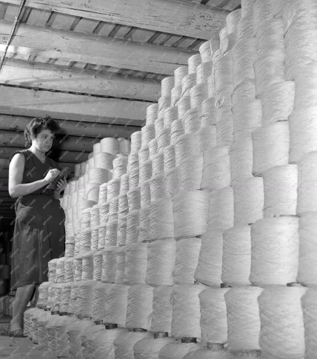 Ipar - Textilipar - Kistarcsai Fésűsfonógyár