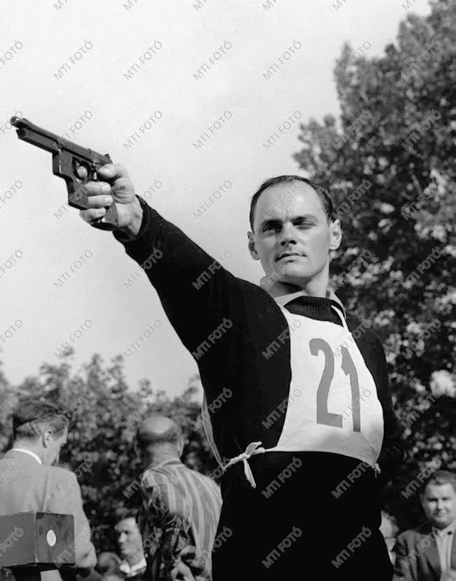 Nagy Imre olimpiai bajnok öttusázó