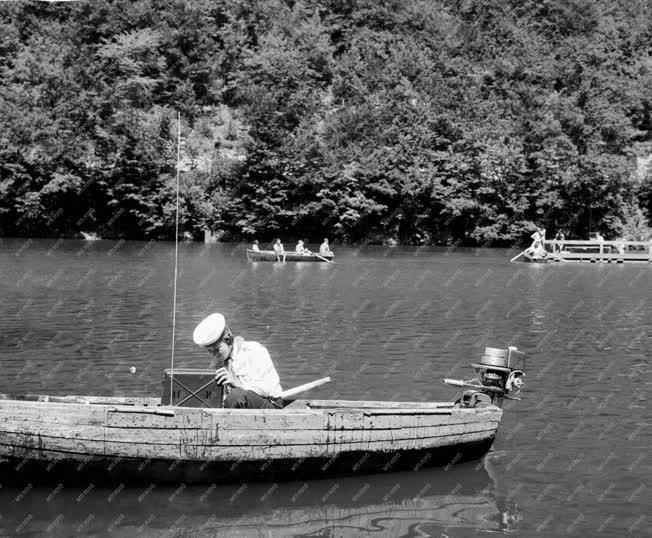 Üdülés - Lillafüred - Vízi úttörők a Hámori tavon