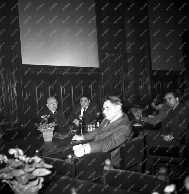 Belpolitika - Az Országos Béketanács ülése