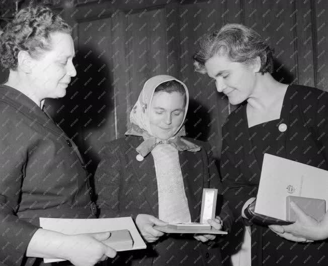 Ünnep - Nőnapi kitüntetések a Parlamentben
