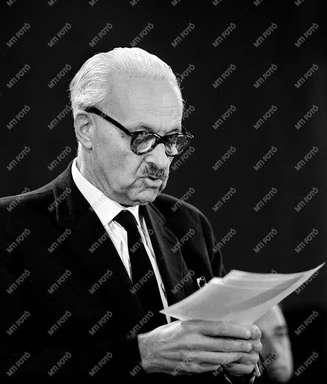 Személyek - Rusznyák István a Zenetudományi Konferencián