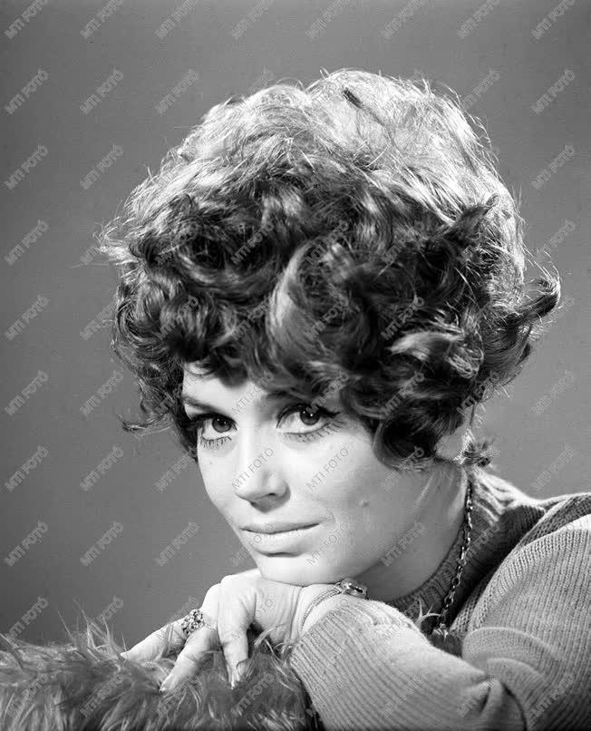 Moór Marianna színésznő