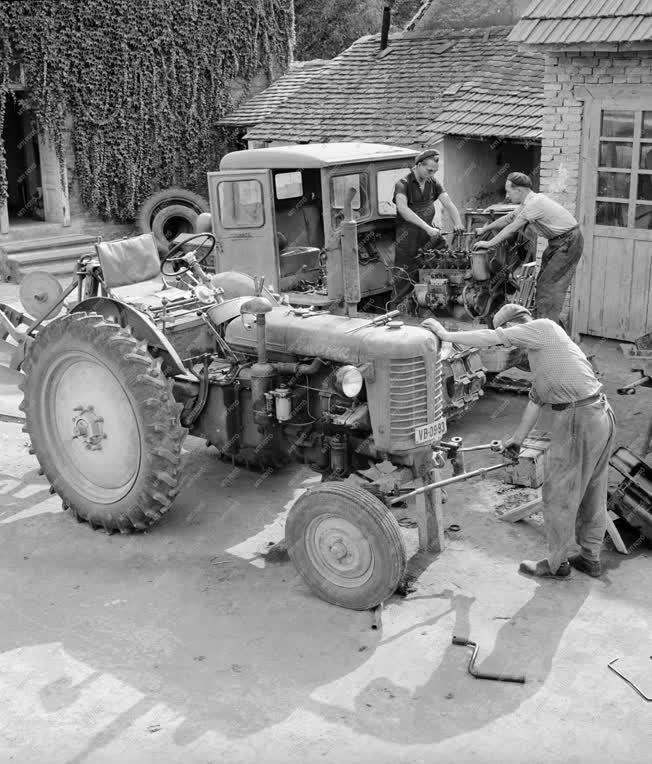 Mezőgazdaság - Gépállomás - Munkagépek javítása