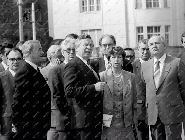 Külkapcsolat - Mihail Gorbacsov baráti látogatása Budapesten