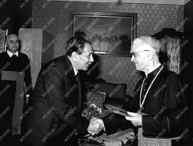 Aczél György Esztergomban