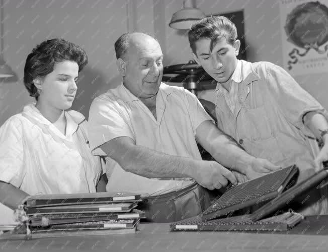 Ipar - Oktatás - Ipari tanulók a Práter utcai műipari iskolában