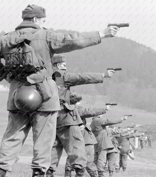 Fegyveres erők - Munkásőrök lőgyakorlata