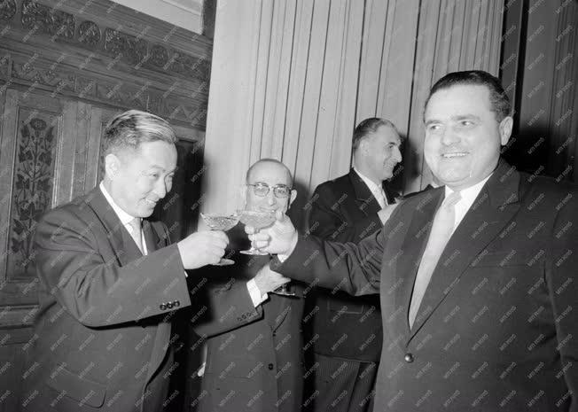 Külkapcsolat - Magyar Népköztársaság Elnöki Tanácsa
