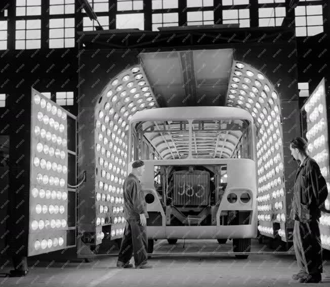Export - Luxus autóbuszokat gyárt az Ikarus gyár