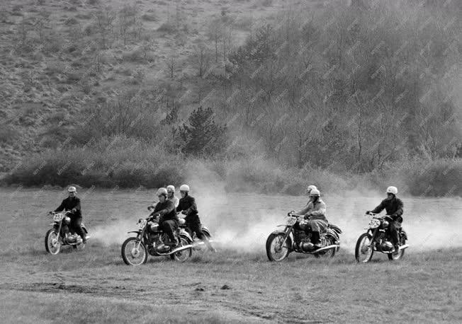 Sport - Motocross - Felkészülő edzés Farkashegyen