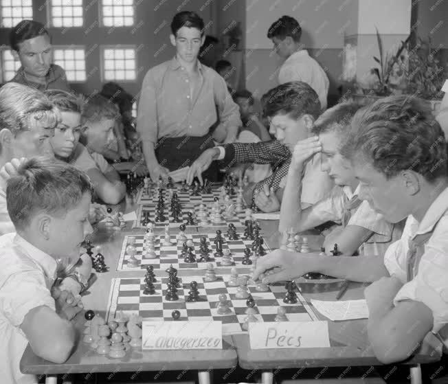 Sport - Országos úttörő csapat sakkbajnokság Dunaújvárosban