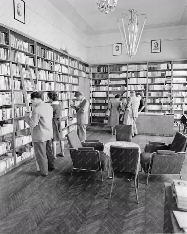 Kultúra - Szolnok új könyvesboltja