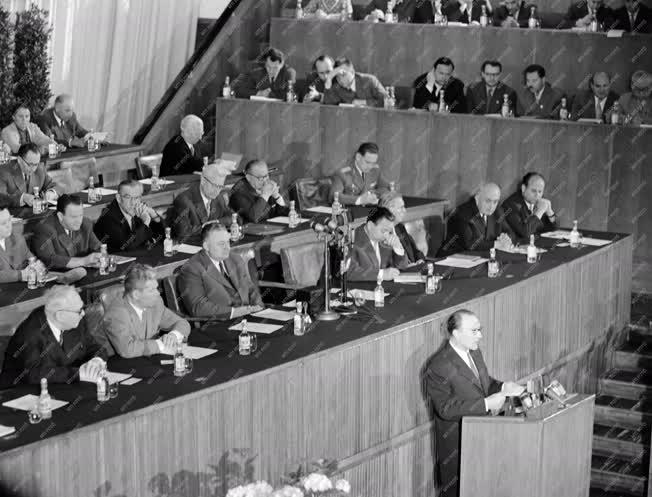 Belpolitika - A Hazafias Népfront II. Kongresszusa