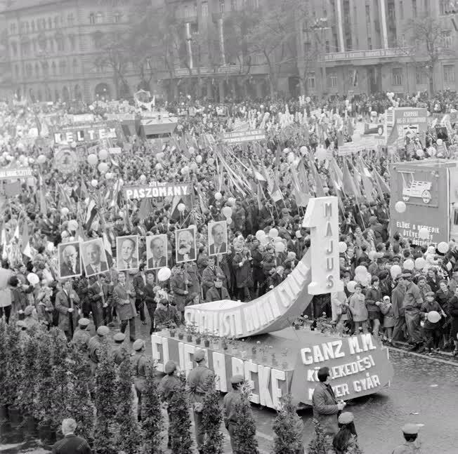 Belpolitika - Ünnep - Május 1-jei felvonulás