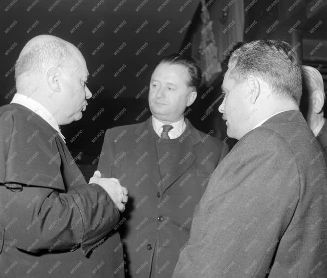 Belpolitika - A Budapesti Béketanács békegyűlésén