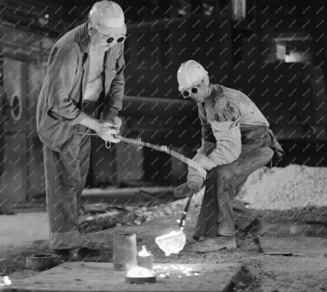 Ipar - Kohászok a csepeli Acélműben