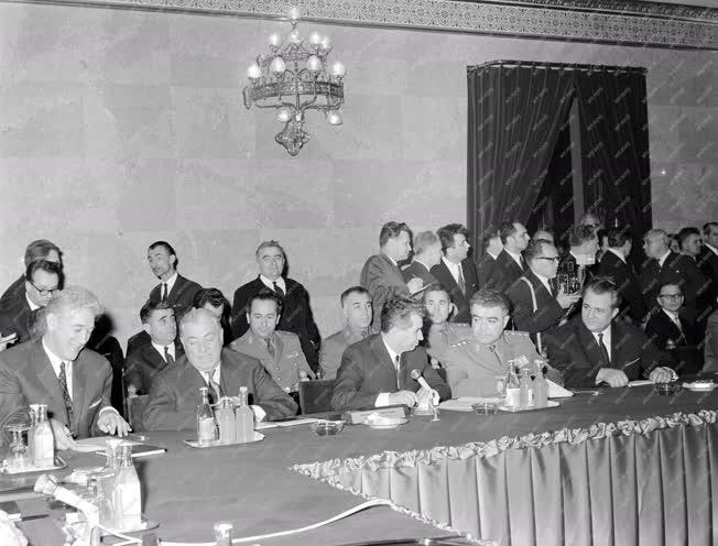 Külkapcsolat - A Varsói Szerződés tagállamainak ülése