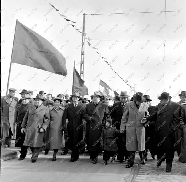 Közlekedés - A Sztálin híd avatása