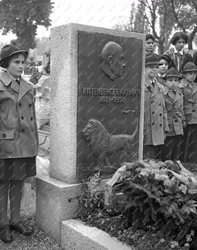 Emlékezés - Felavatták Kittenberger Kálmán síremlékét