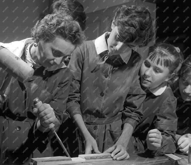 Oktatás - Iskolai szakkörök a fővárosban