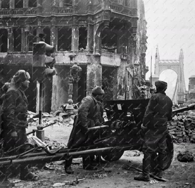 Történelem - II. világháború - Szovjet katonák
