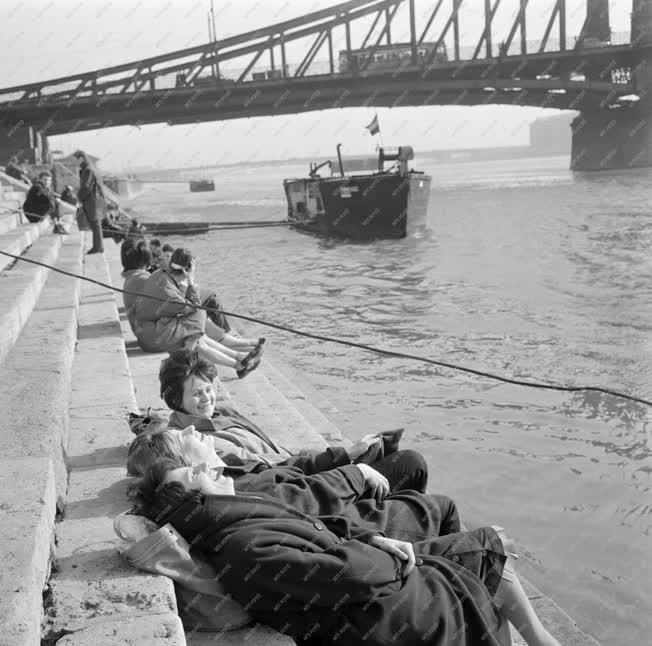 Szabadidő - Tavasz a Duna-parton