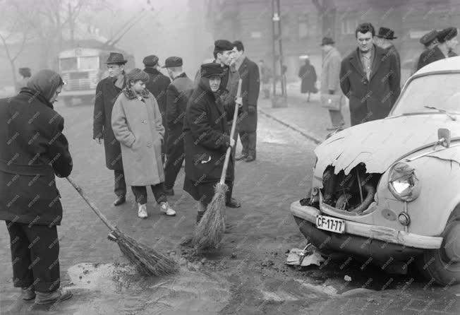 Baleset - Közúti baleset a Bethlen téren