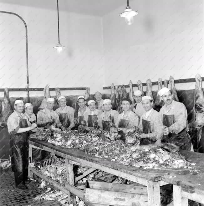 Ipar - Húsfeldolgozás - A Közvágóhíd legjobb dolgozói