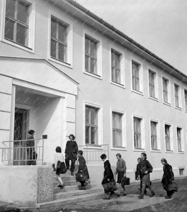 Oktatás - Új iskola a III. kerületben