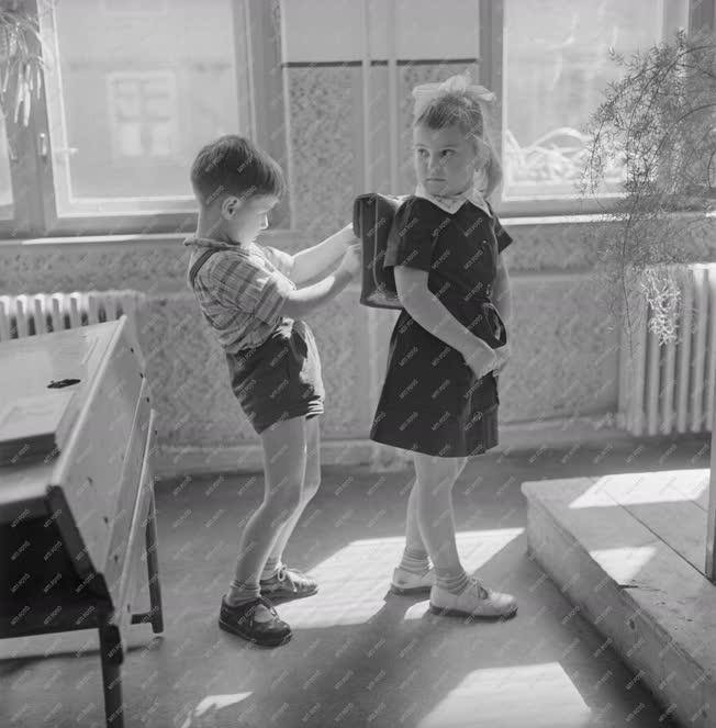 Oktatás - Thälmann utcai általános iskola