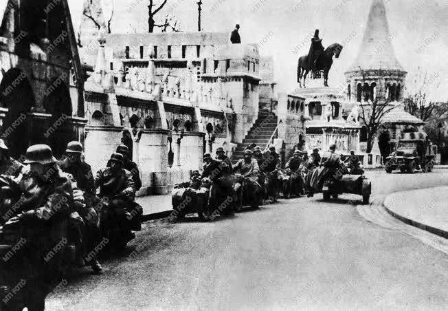 Magyarország a II. világháborúban: Budapest ostroma.