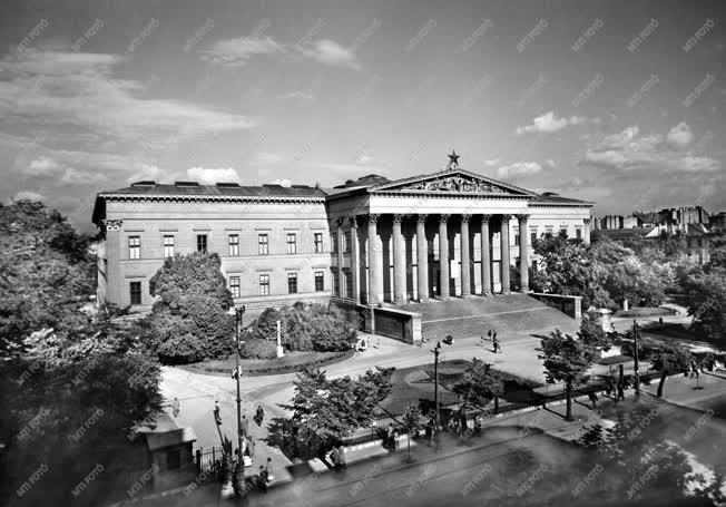 Budapesti városkép - A Magyar Nemzeti Múzeum épülete