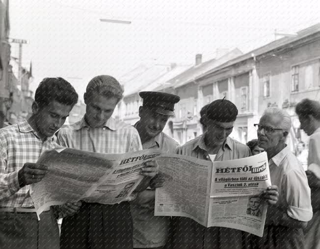 Tömegtájékoztatás, média - A Hétfői Hírek rendkívüli kiadása
